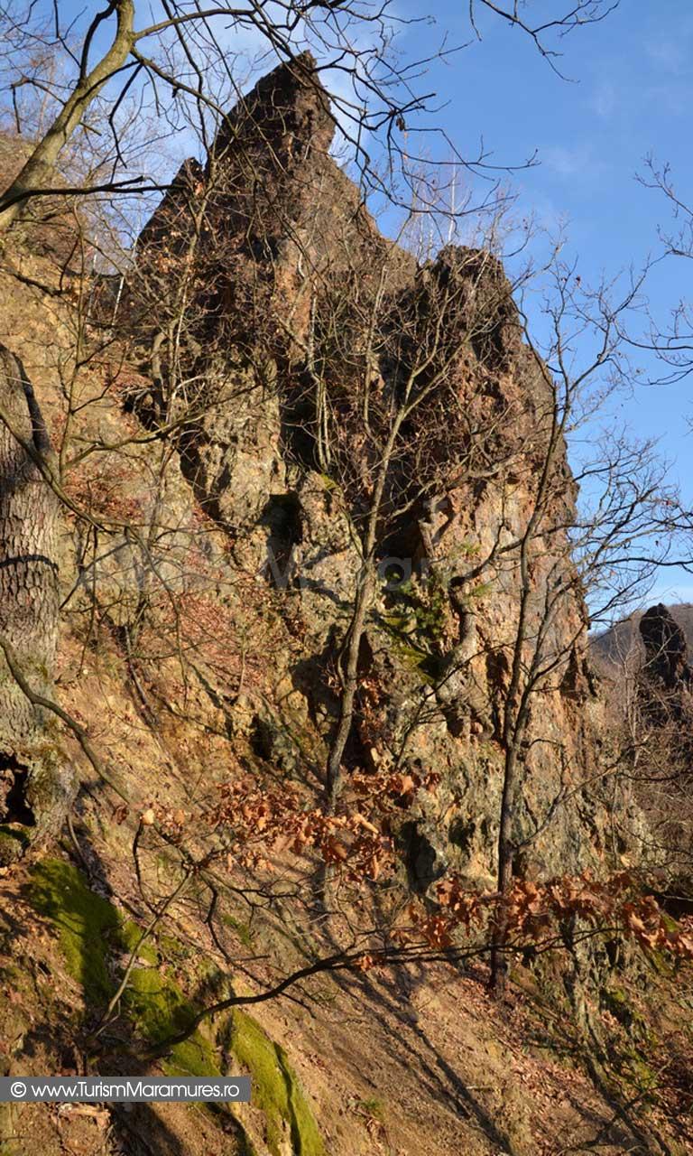 Turnul acvilelor de munte si Degetul Tighierului