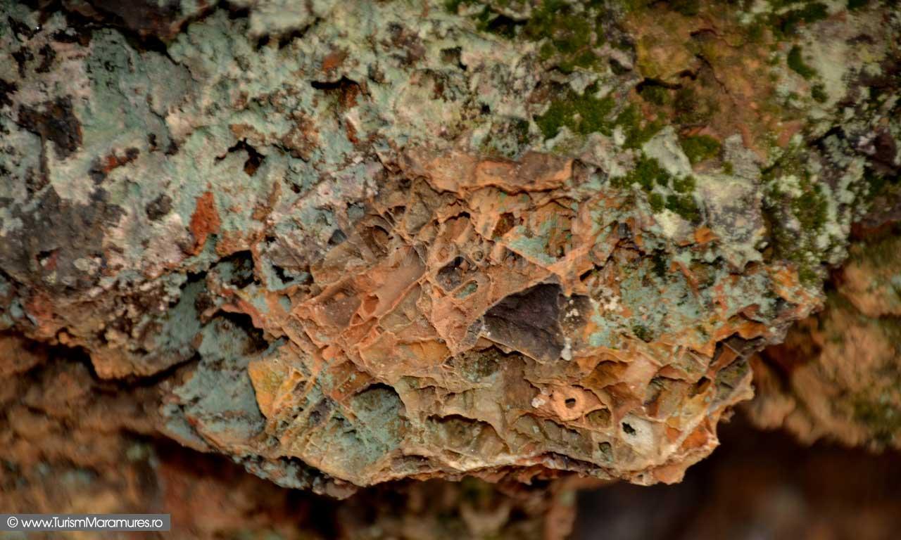 Brecii cu cristalizari lamelare