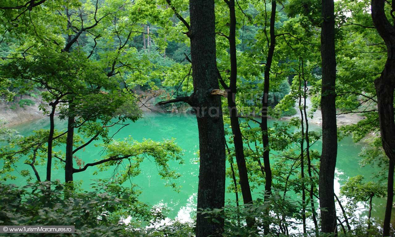 Lacul-Albastru-Maramures_01