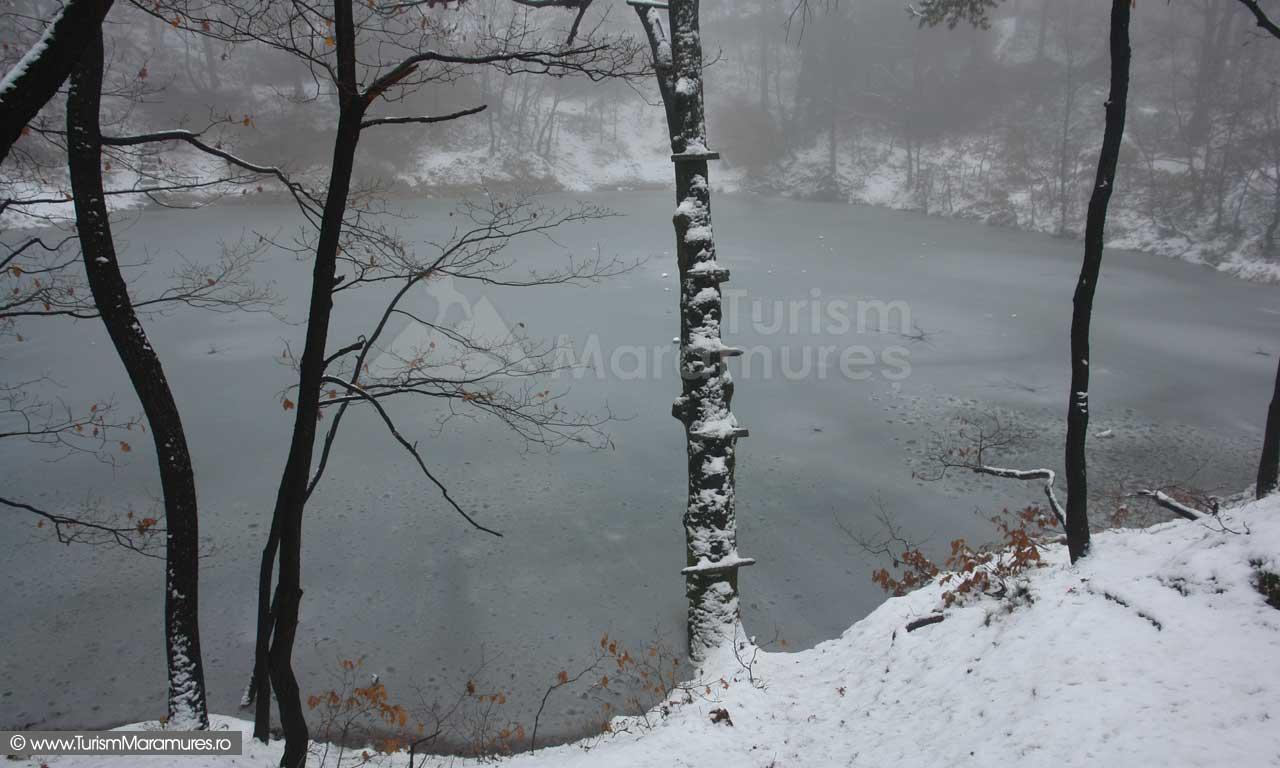 Lacul-Albastru-Maramures_02
