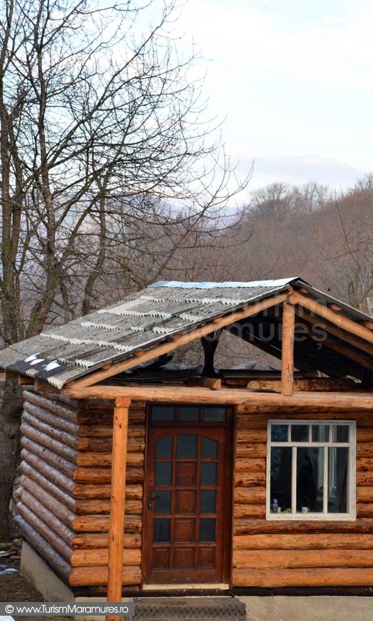 Cabana-mica-lemn-Maramures