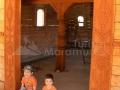 110-intrare-biserica-noua-Poiana-Botizii