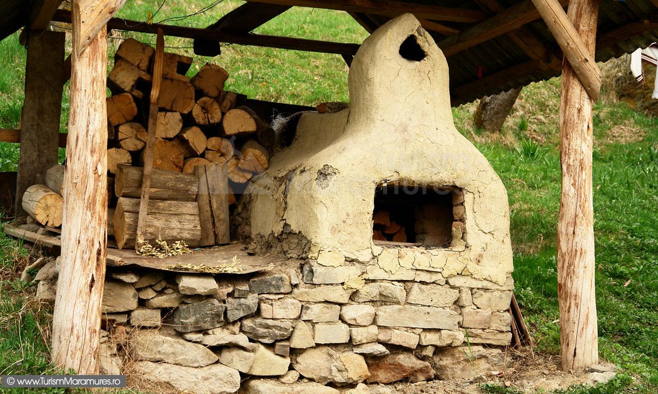 42_Cuptor-traditional-paine-Desesti-Maramures