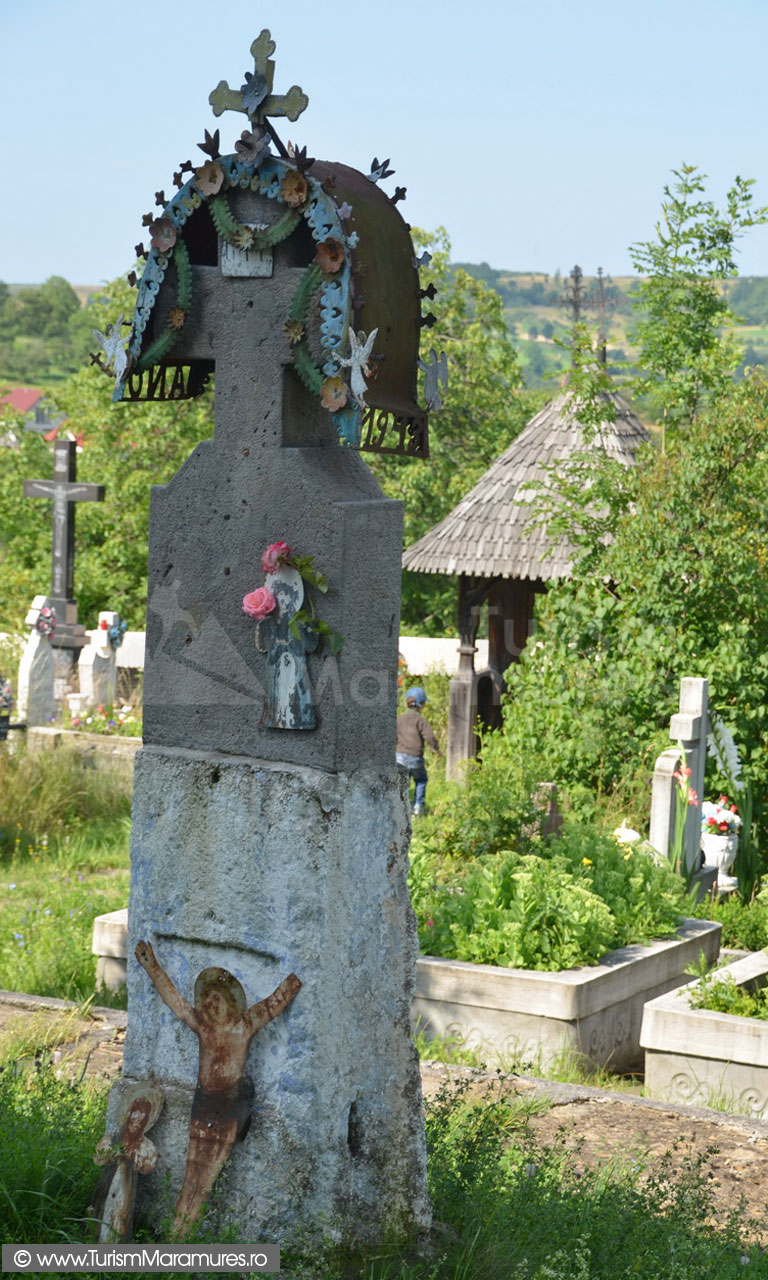 19_Crucea-din-fata-bisericii-Unesco-Plopis
