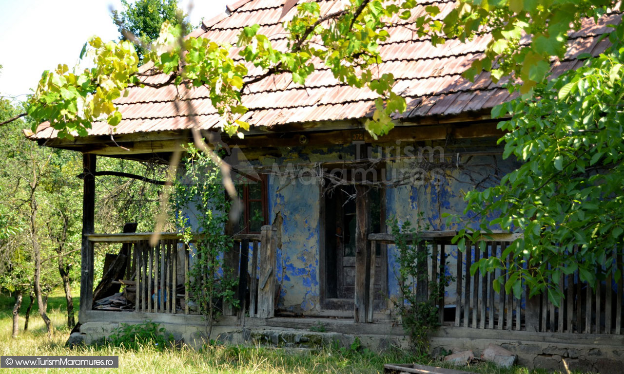 43_Casa-traditionala-Fisculas-Maramures-abandonata