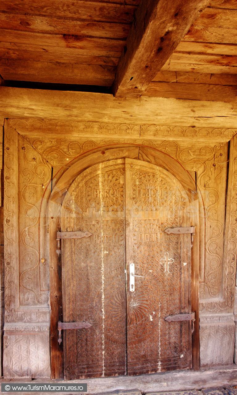 07-Usa-bisericii-monument-istoric-din-Inau-Maramures
