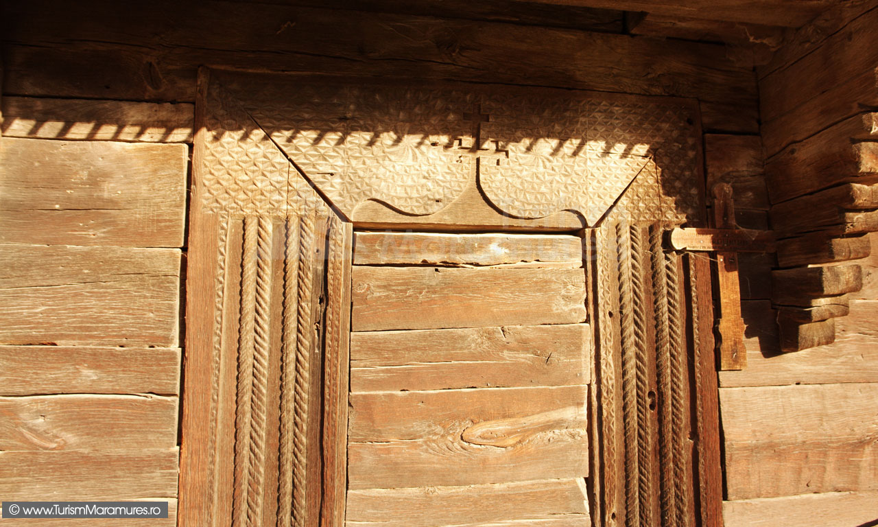 08-Usa-bisericii-monument-istoric-din-Inau-Maramures