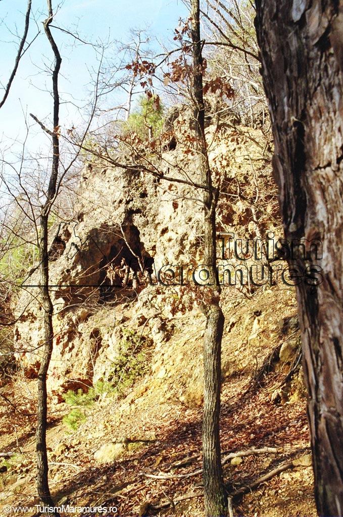 01-Casa-Talharilor-grota-in-aglomerate-vulcanice-tip-brecii