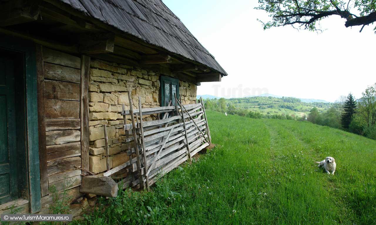 30_Casa-de-lemn-si-piatra-Slatioara