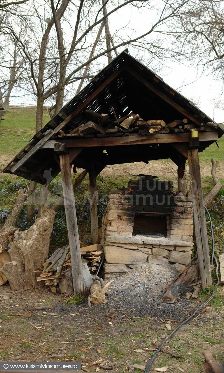 Cuptor tradional Dealul Corbului Maramures