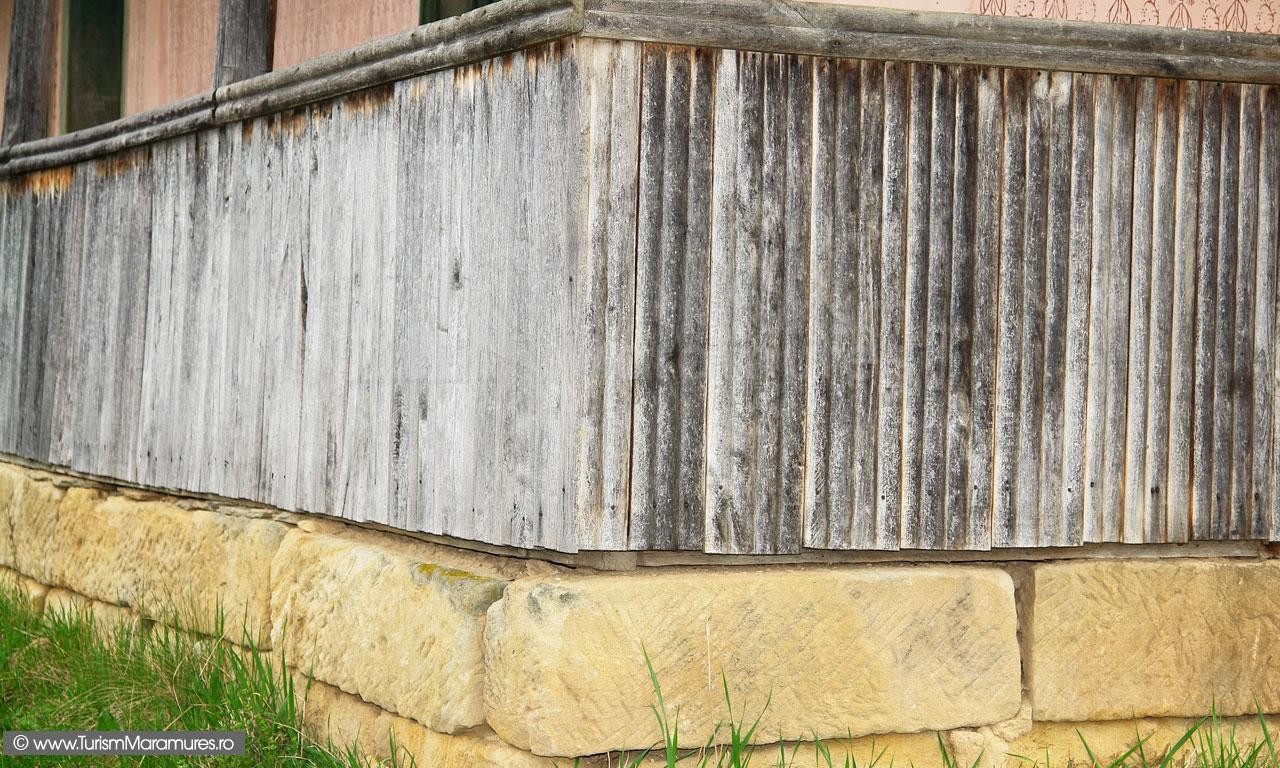 13_Detaliu-casa-Groapele-Chiuzbaii