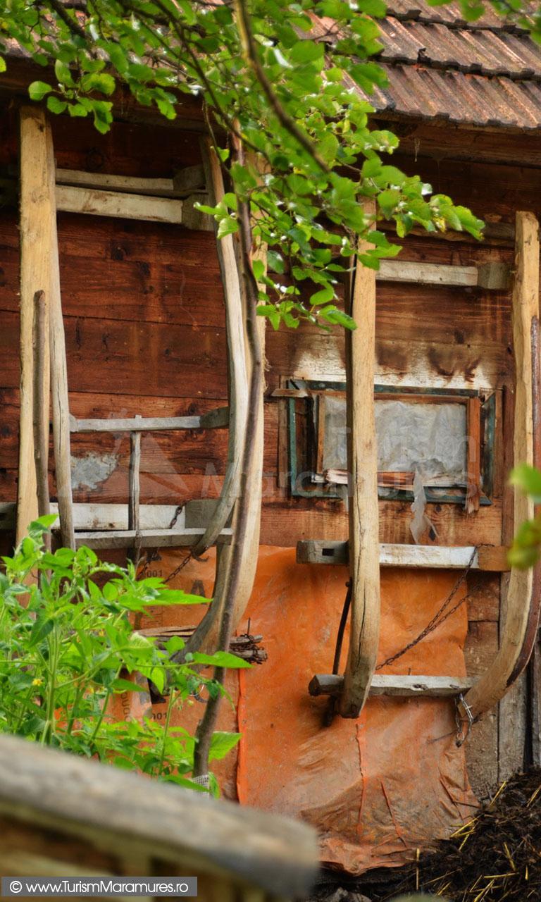 30_Sanii-in-dosul-grajdului
