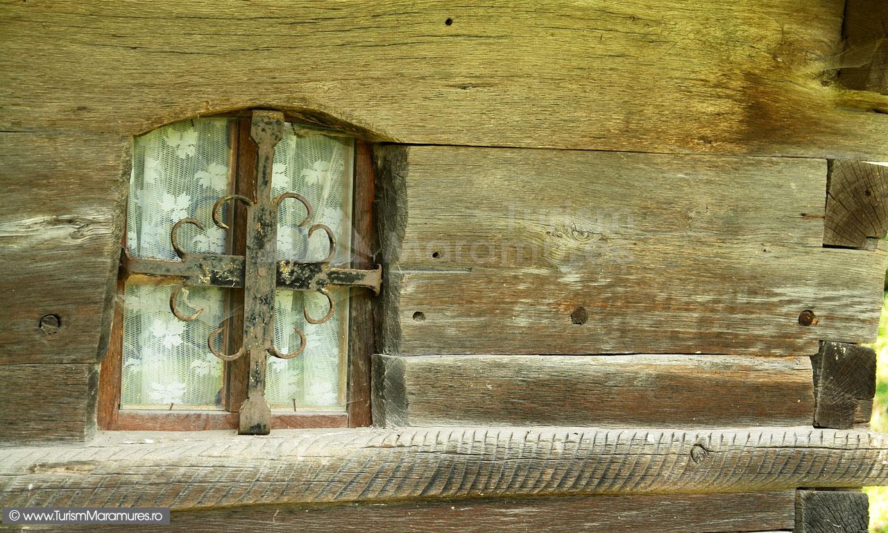 50_Biserica-Francenii-Boiului-fereastra