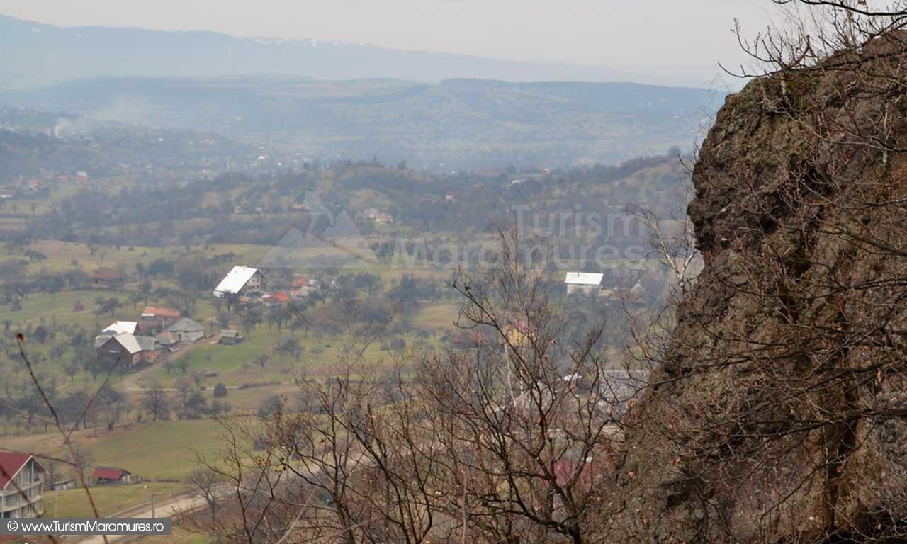Panorama SV de pe Piatra Rosie