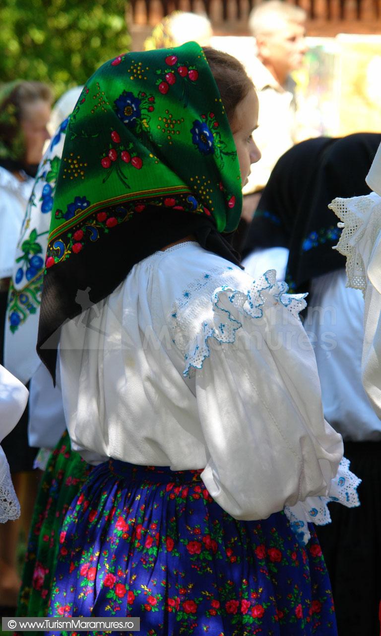 56_Maramuresanca-tanara-Hoteni