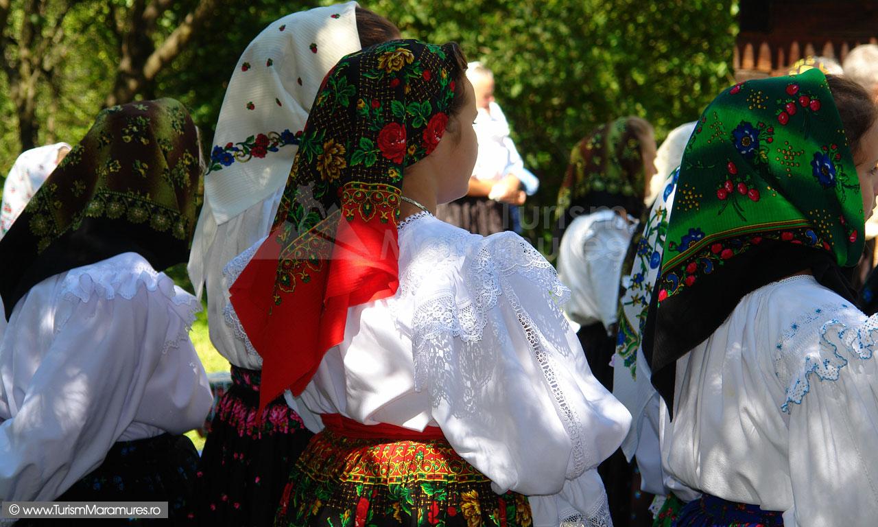 58_Maramuresence-din-Hoteni