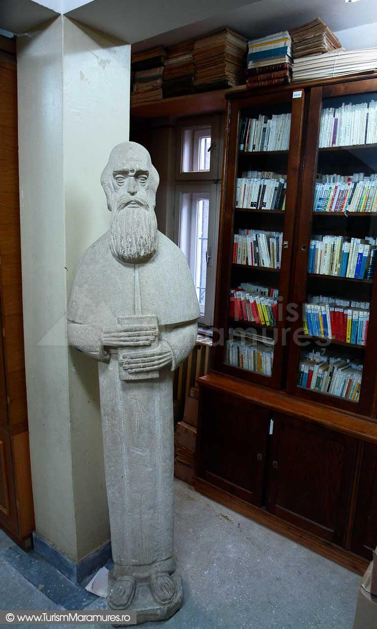 10_Biblioteca-Nicolae-Steinhardt_statuie-monah