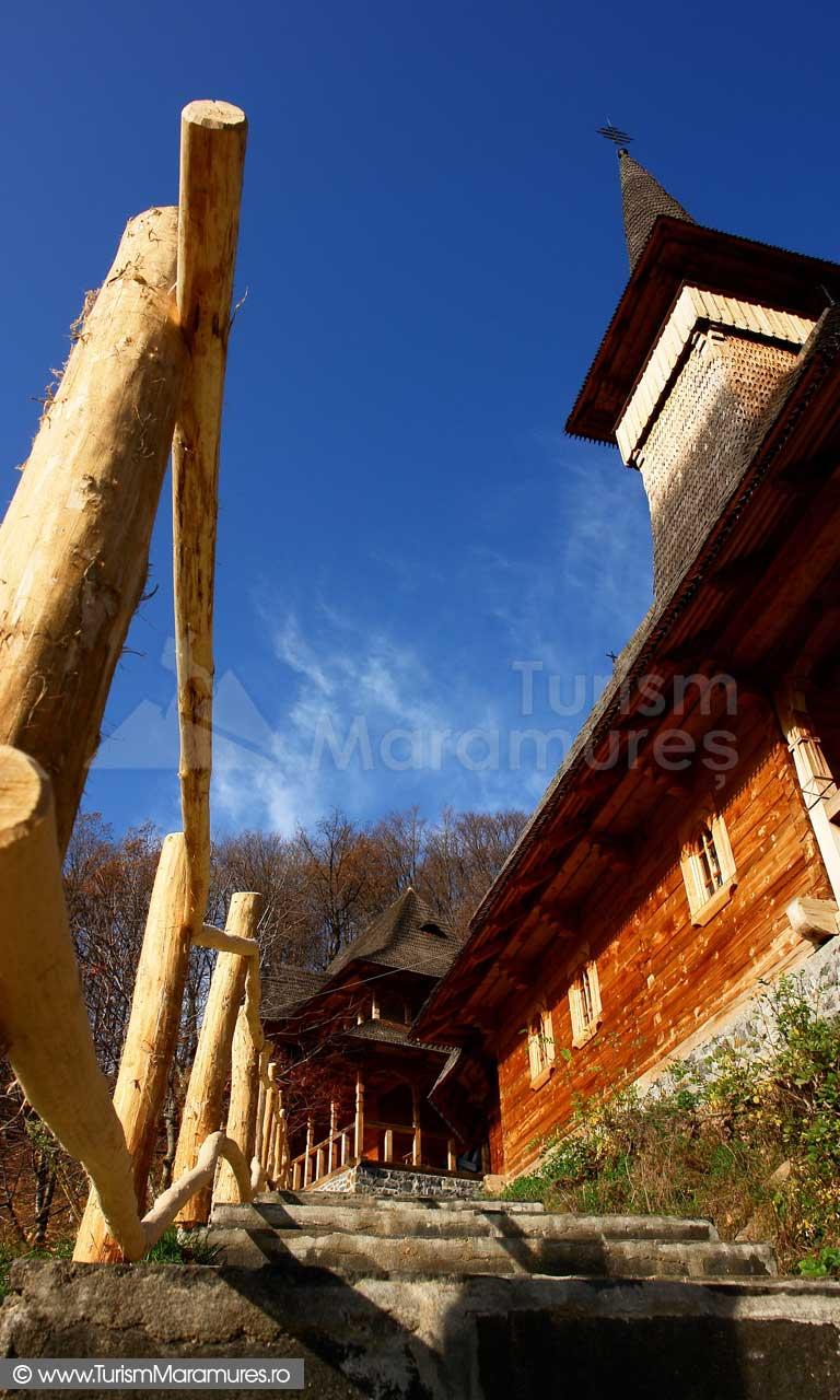 33_Biserica-lemn-Manastirea-Rohia