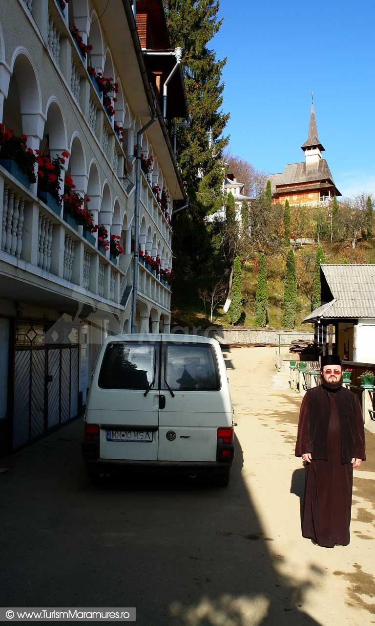 46_Manastirea-Rohia_Parintele-econom