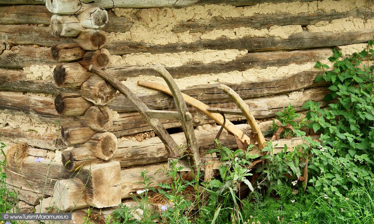16_Plug-de-lemn