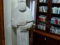 14-Biblioteca-Nicu-Steinhardt-statuia-monahului