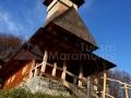 28-Biserica-lemn-Manastirea-Rohia