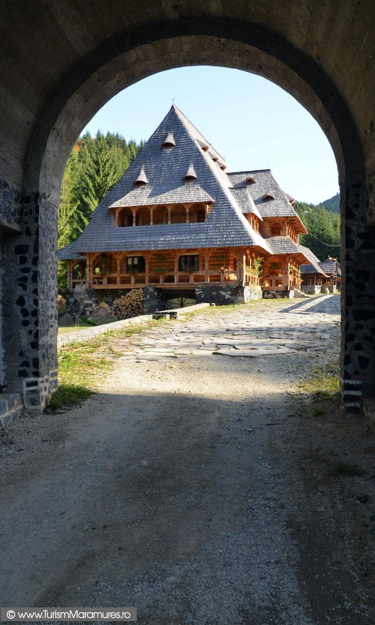 104_Manastirea-Rosia-Maramures