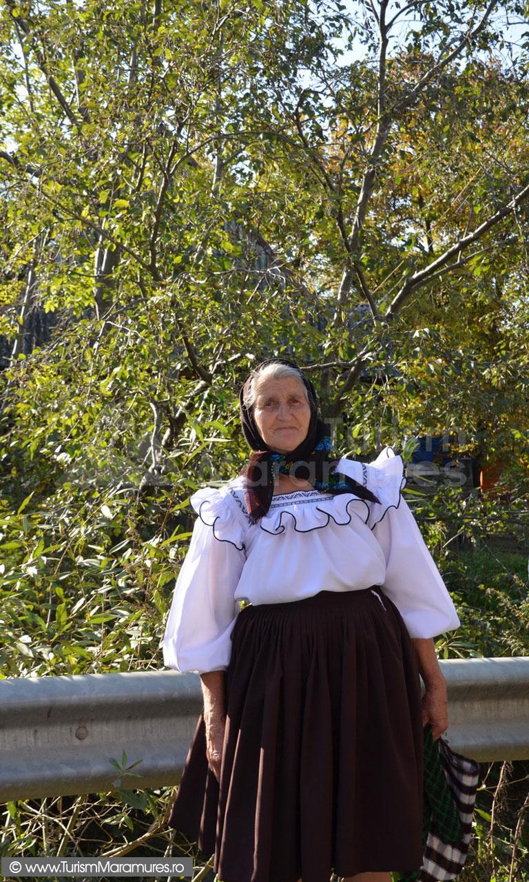 110_Femeie-din-Budesti-Maramures