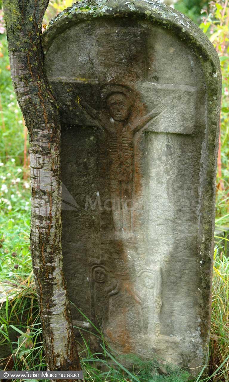 17_Cruce-de-piatra-Biserica-de-lemn-Botiza