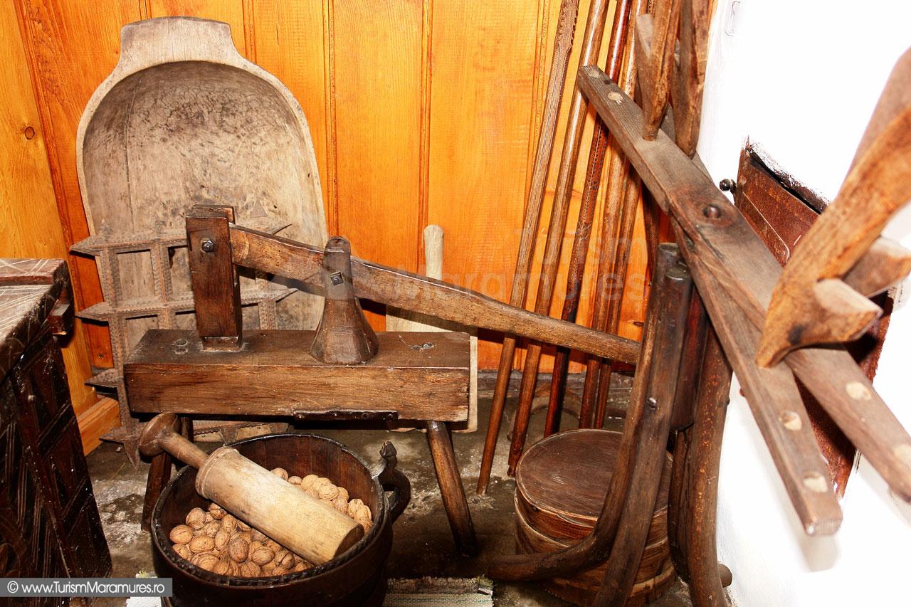 11_Muzeul-Pipas-Maramures_In-centru-presa-istorica-cartofi-pireu