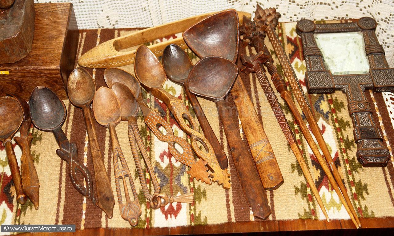 49_Muzeul-Pipas-Maramures_Linguri-de-lemn