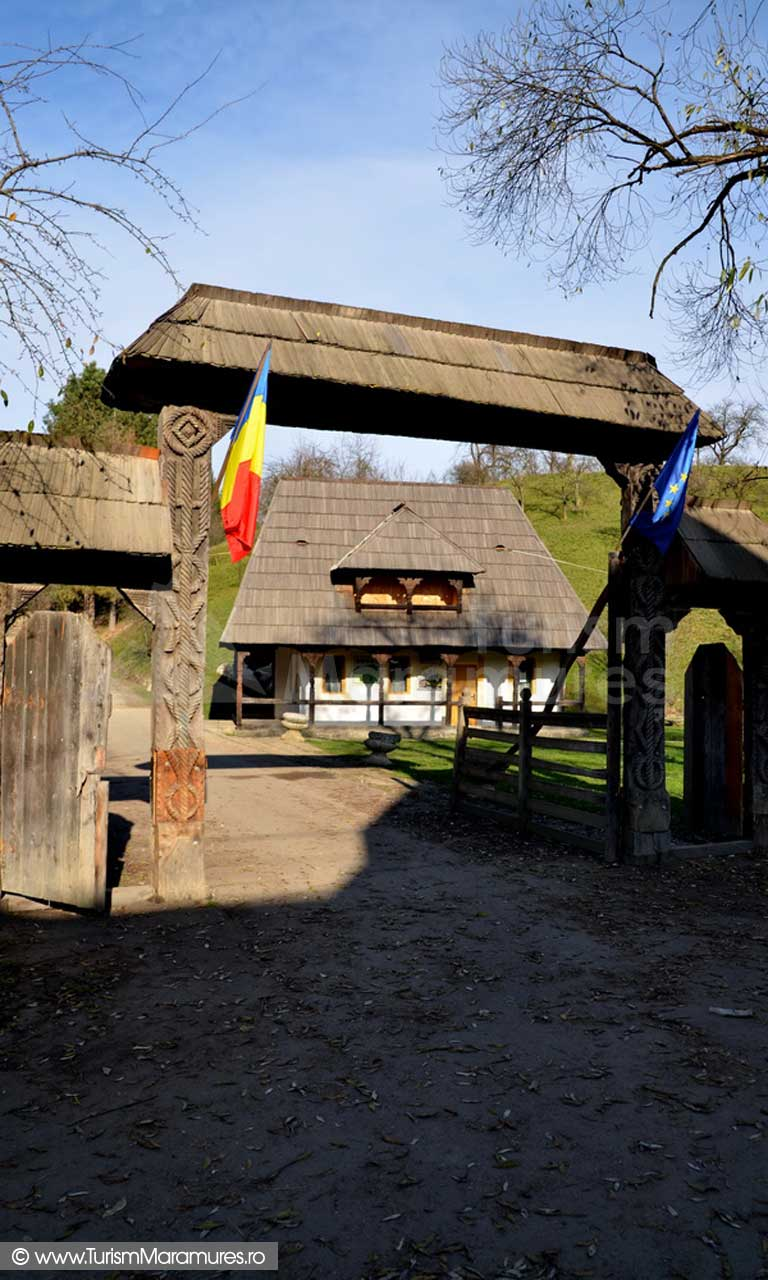 01_Poarta-Muzeului-Satului-Maramuresean-Sighetu-Marmatiei