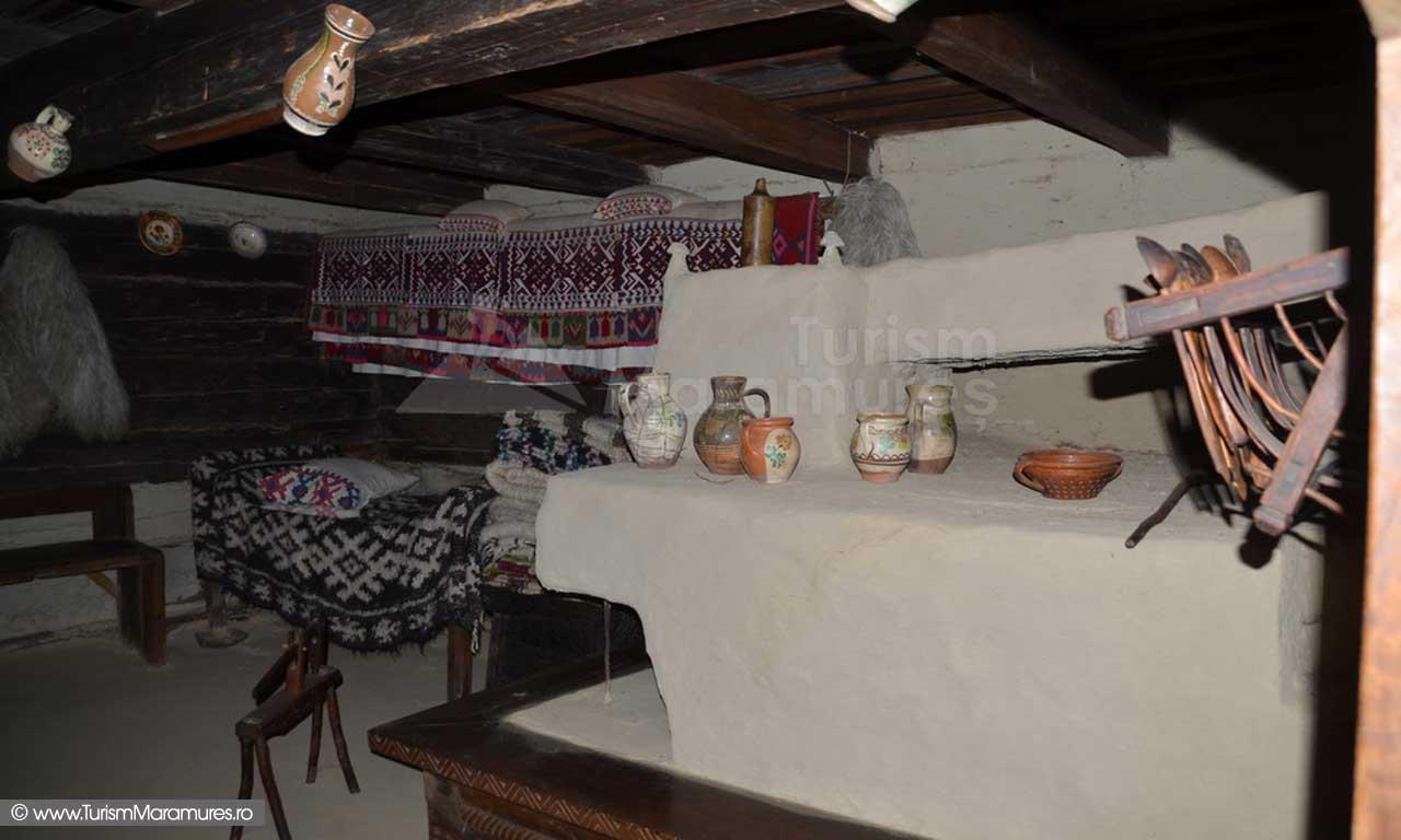 06_Muzeul-Satului-Maramureesan_interior-Casa-Calinesti