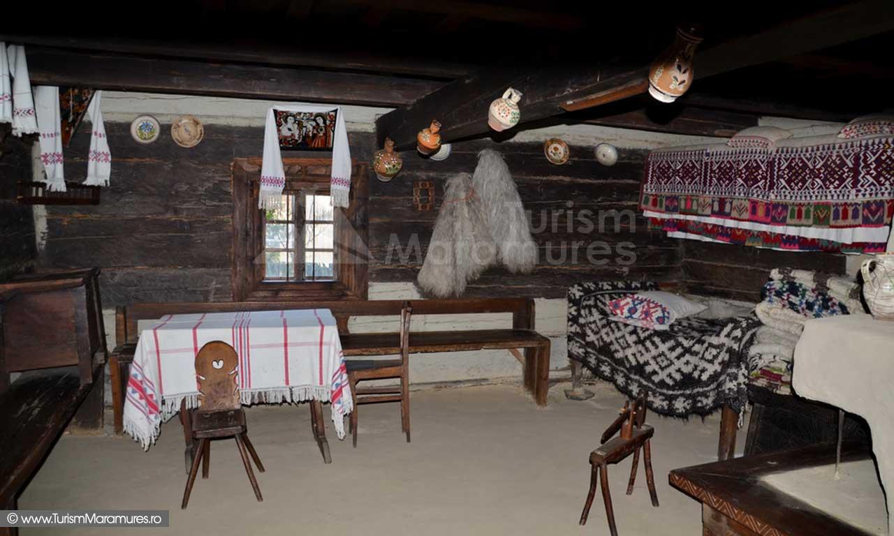 08_Muzeul-Satului-Maramuresean_interior-Casa-Calinesti