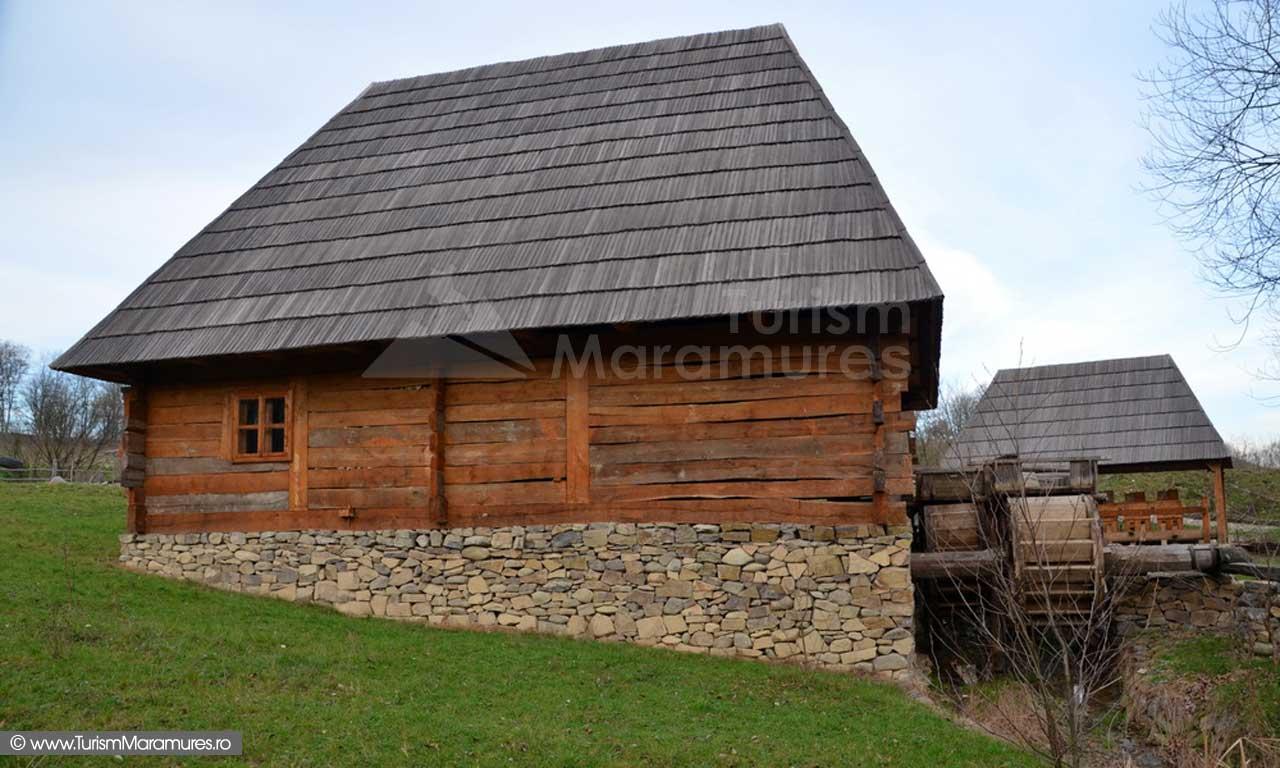 44_Muzeul-Satului-Maramuresean-Sighet_zona-instalatiilor-hidraulice-de-pe-Valea-Ronisoara