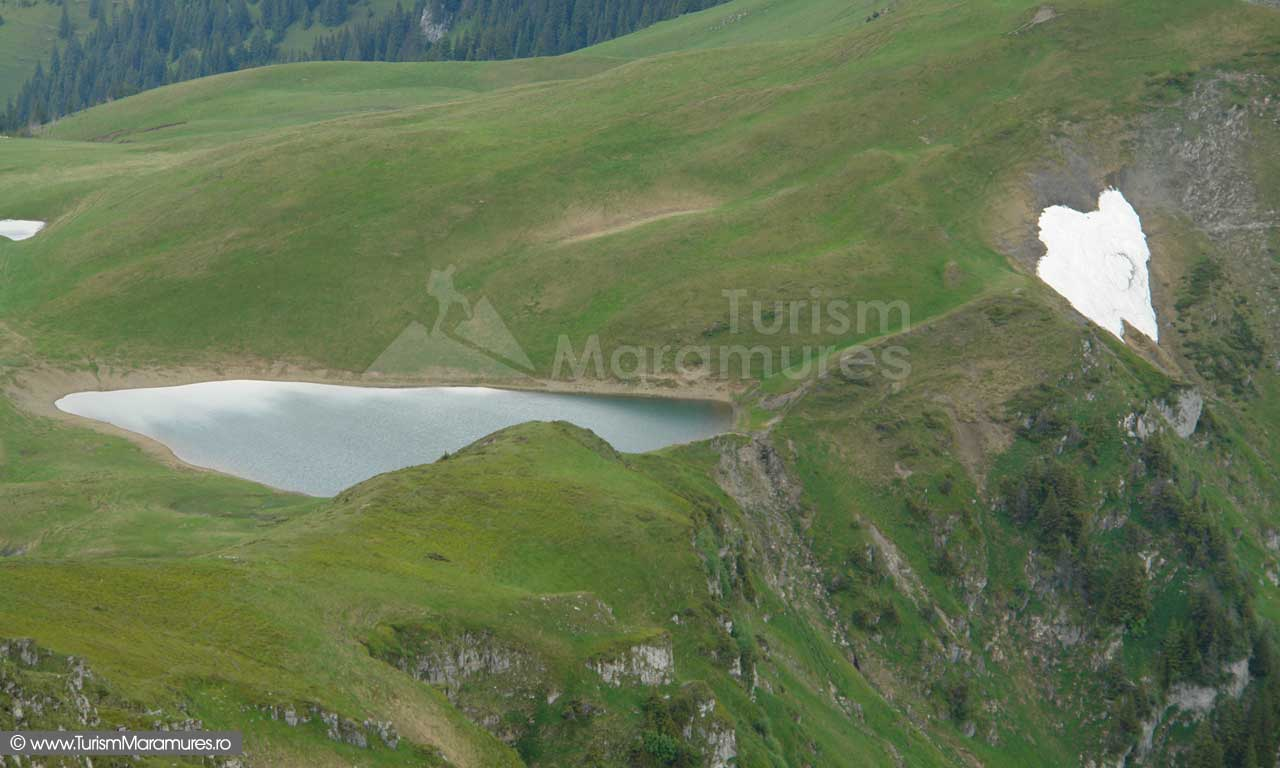 38_Lacul-Vinderel-Muntii-Maramuresului