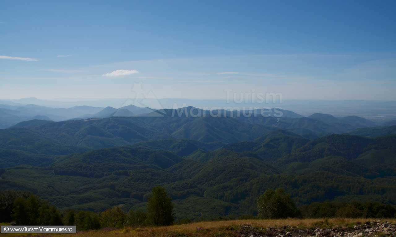 0322_Panorama-de-pe-varful-Pietroasa