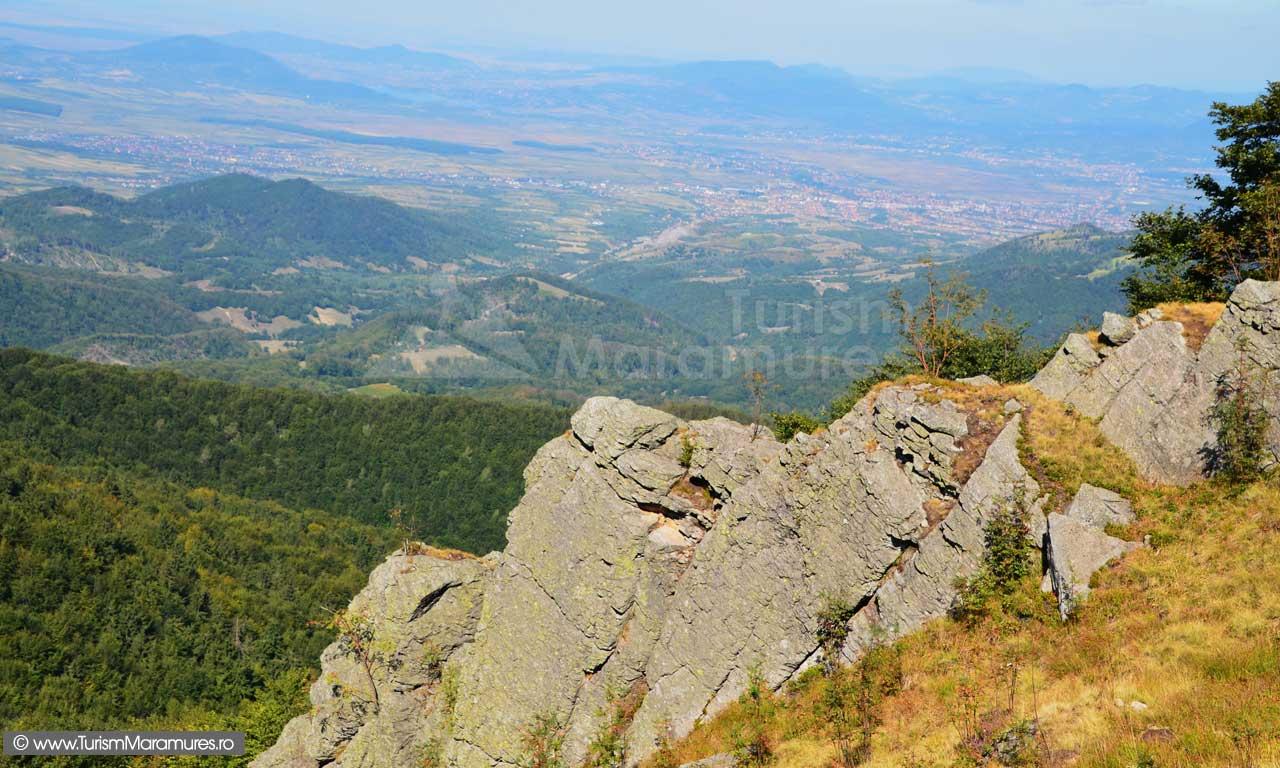 0363_Panorama-de-pe-varful-Pietroasa
