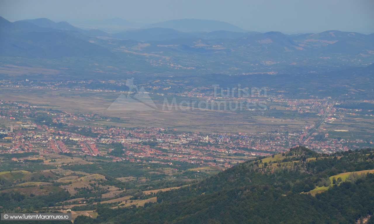 0367_Panorama-de-pe-varful-Pietroasa