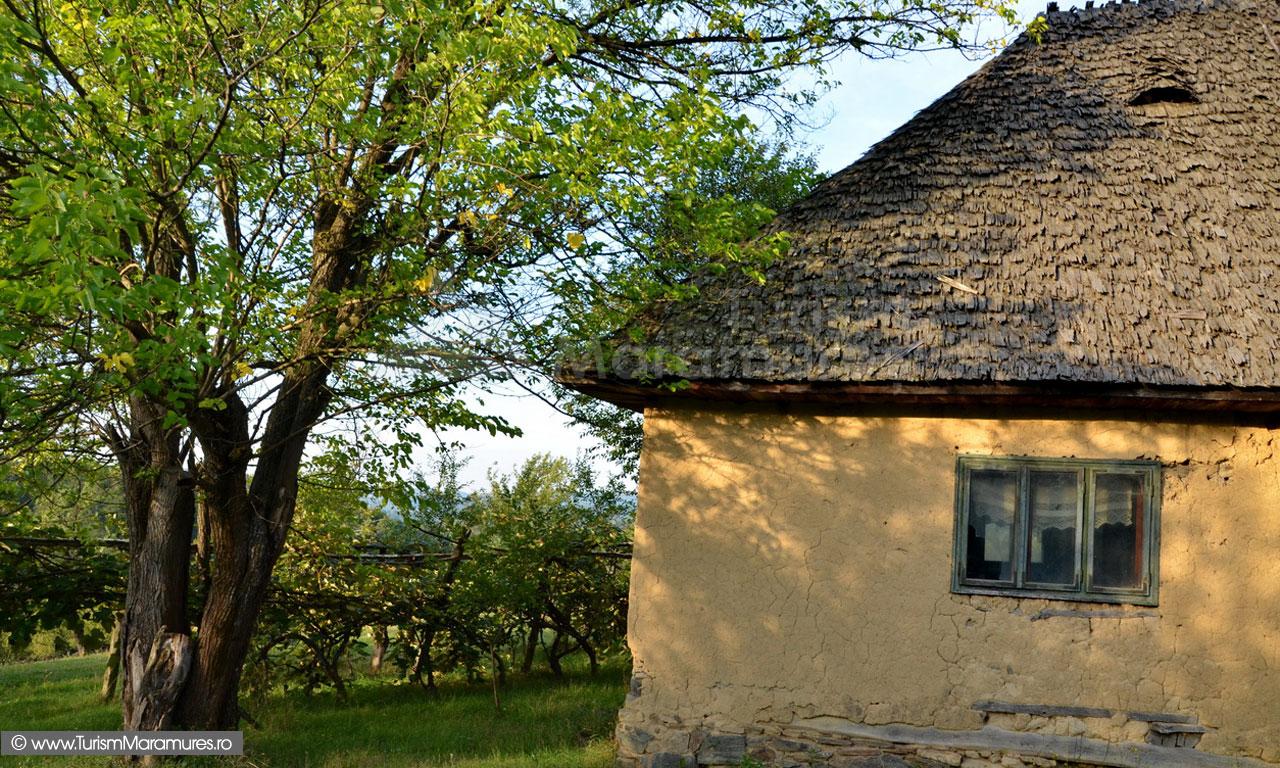18_Codru-Butesei_casa-din-fata-scolii
