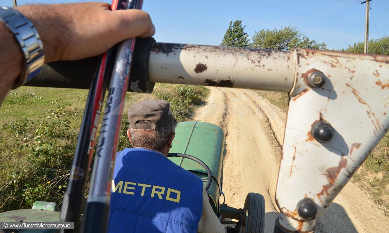 37_Cu-tractorul-de-ocazie-prin-Sahelbe