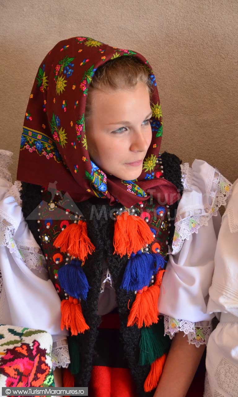 0256_Fata-din-Hoteni-Maramures