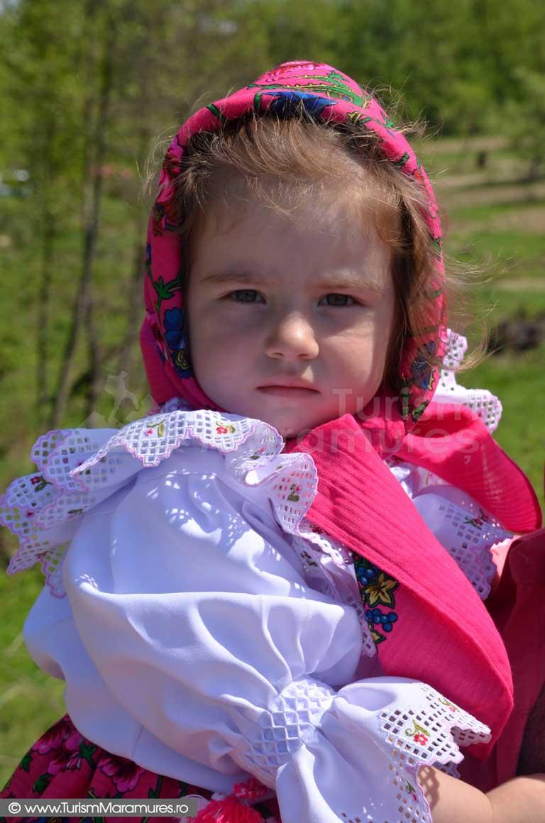 0359_Fetita-din-Hoteni-Maramures