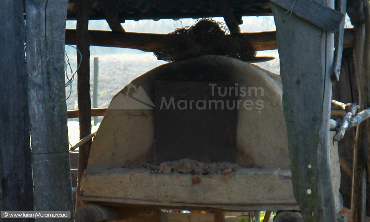 Cuptor-pentru-paine-Maramures