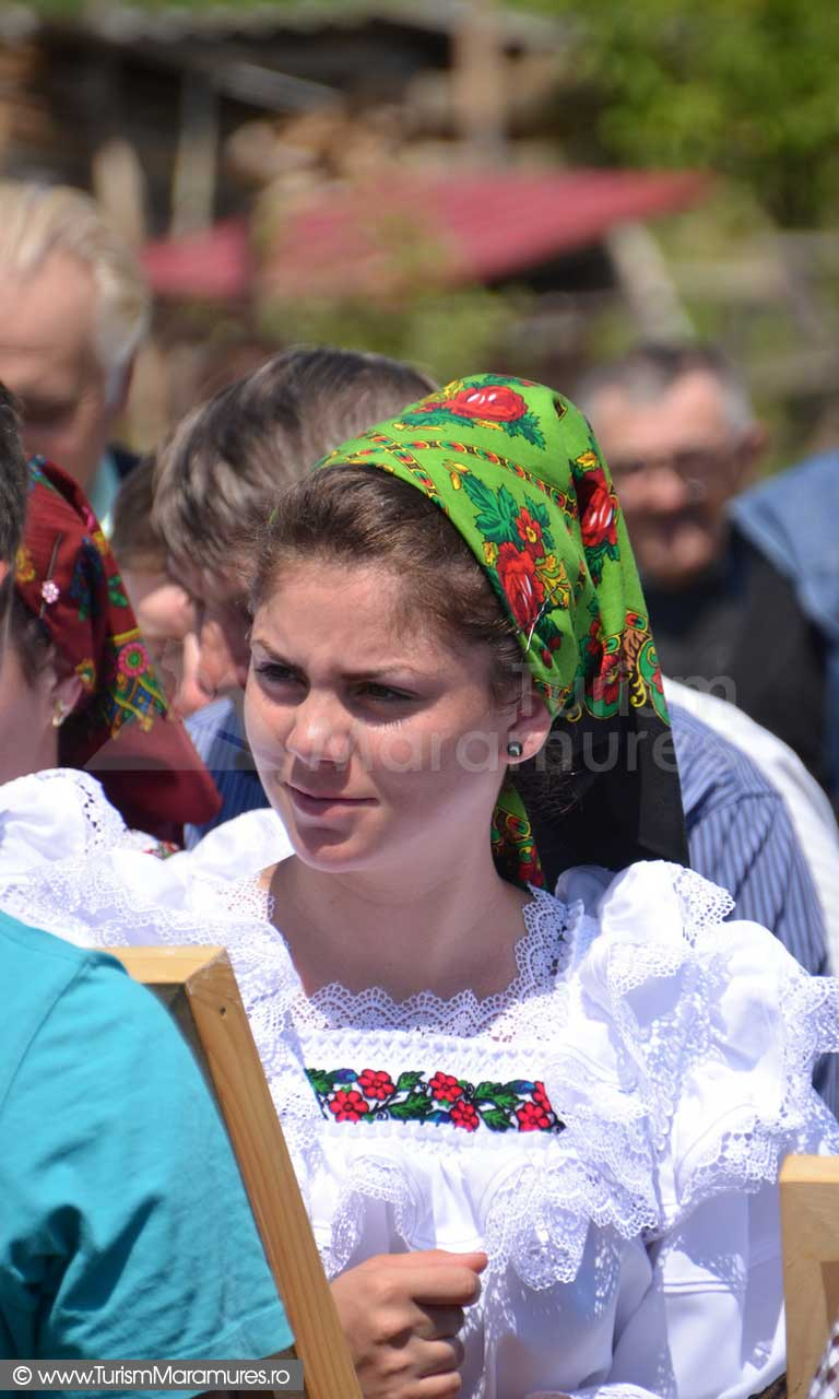 75_Rogoz-Maramures-tucatul-icoanelor-sfinte-de-Rusalii