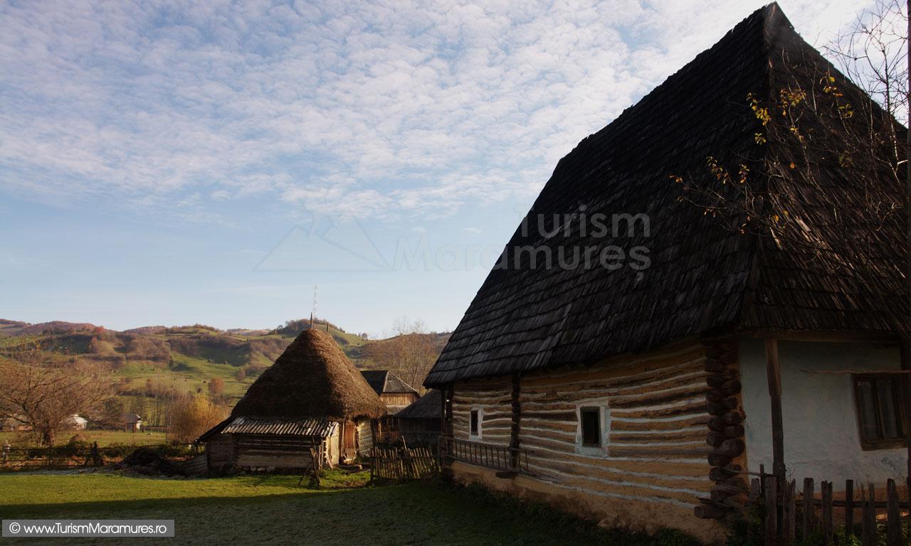 23_Casa-si-sura-traditionala-Cupseni-Maramures