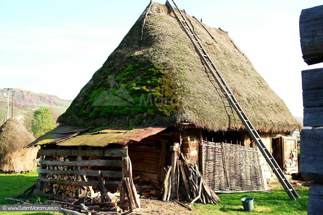 27_Grajd-traditional-Tara-Lapusului-Maramures