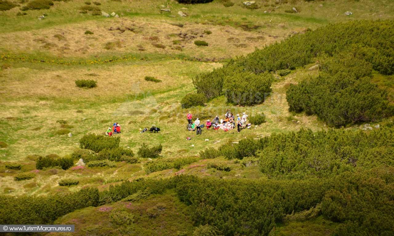98_Turisti-la-SE-de-Saua-Gargalau