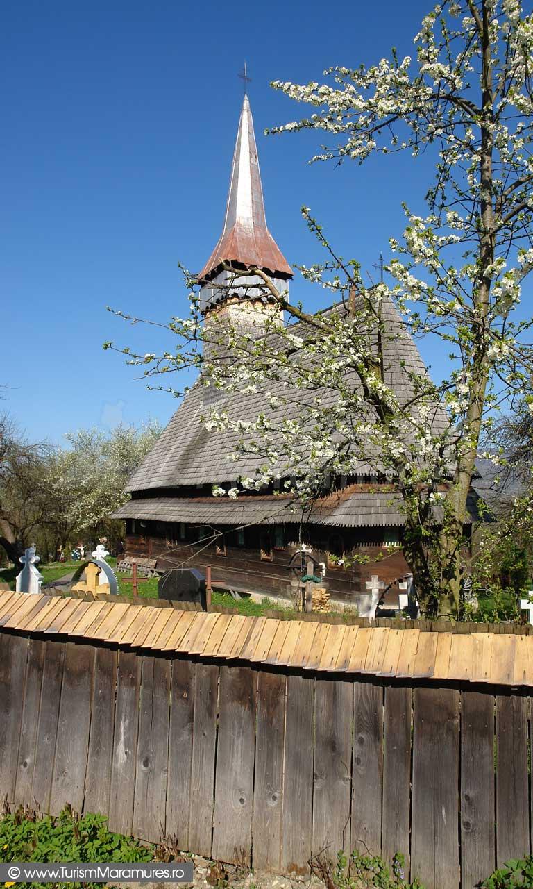 Biserica-de-lemn-din-Hoteni-Maramures_01