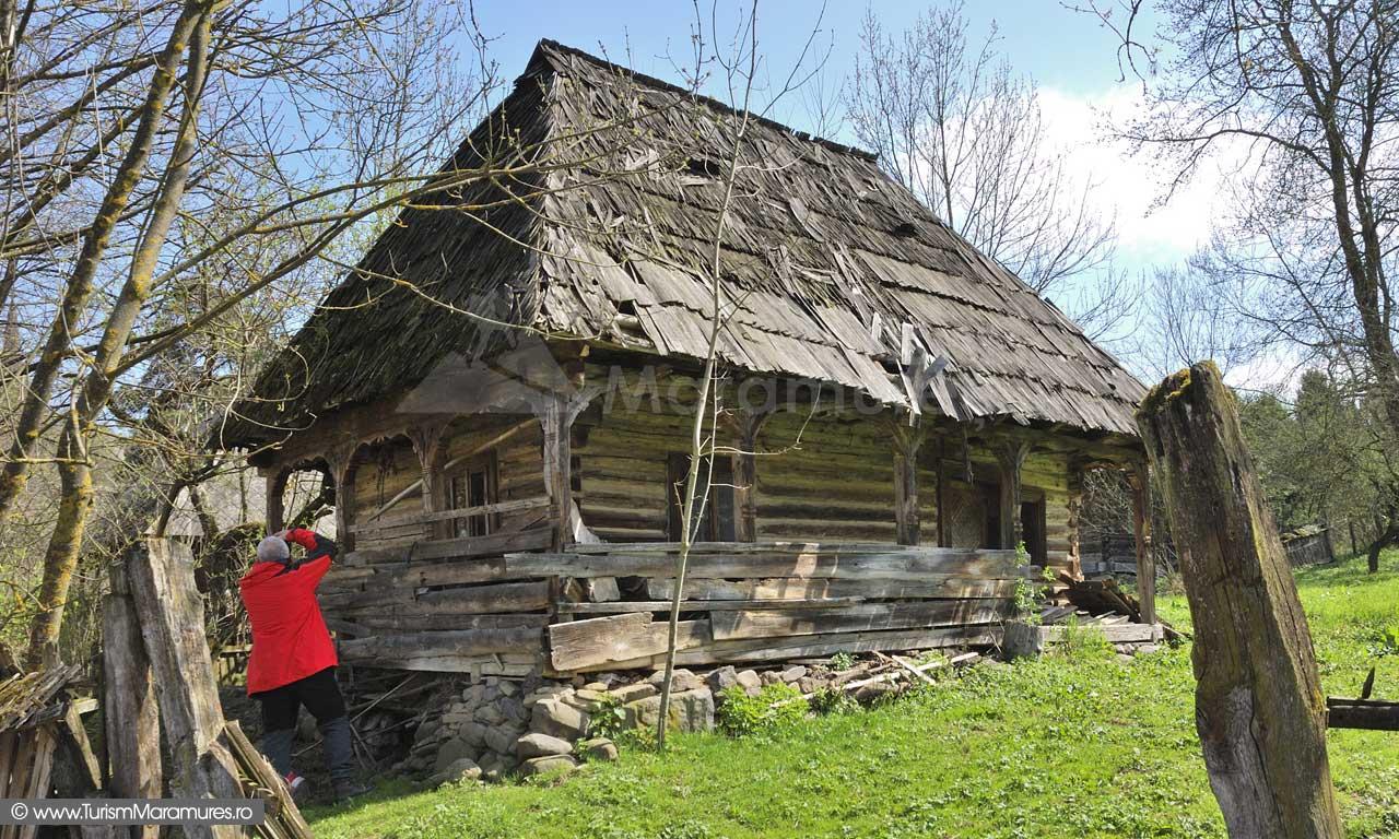 Casa-lemn-Hoteni
